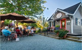 Le restaurant et la brasserie en plein air