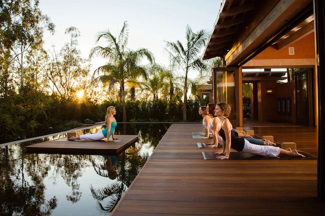 Yoga dans un jardin en Californie