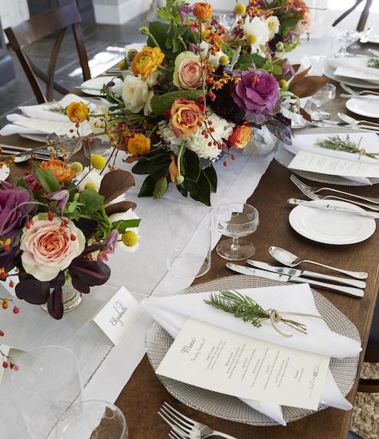 Table garnie pour une reception Relais & Châteaux