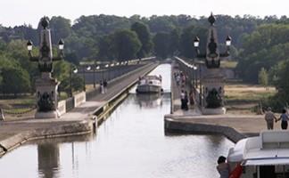 The Briare Aqueduct