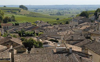 Go for a stroll in the streets of Saint-Emilion