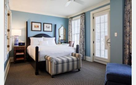 Luxurioese Bilder Von Antiker Kleiderschrank Fuer Elegantes Zimmer , Ocean House Luxushotel Und Gourmetrestaurant Am Meer Watch Hill